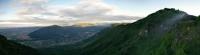 Panorama visto da Bocchetta Paù all'alba. Summano, Novegno, Pria Forà, gruppo del Carega, gruppo del Pasubio, Cengio.